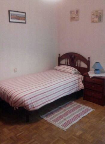 Great room in Moncloa — Argüelles - Madrid - Casa