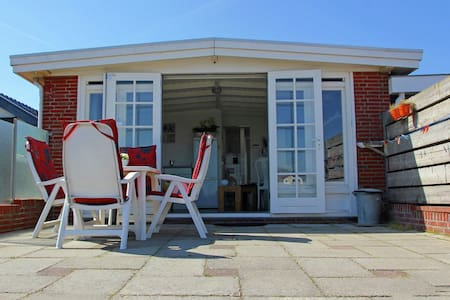 Cosy holiday home, 600 m from the beach in the fishing village of Egmond aan Zee