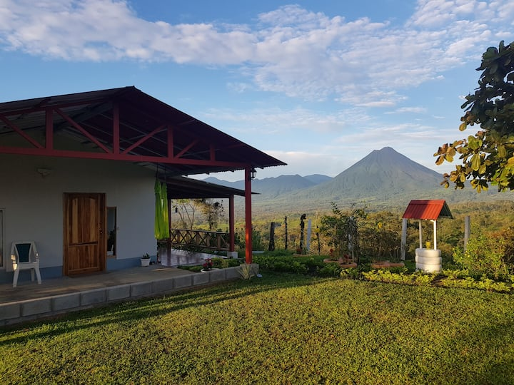 La Casita del Volcán. Private Property Great Views