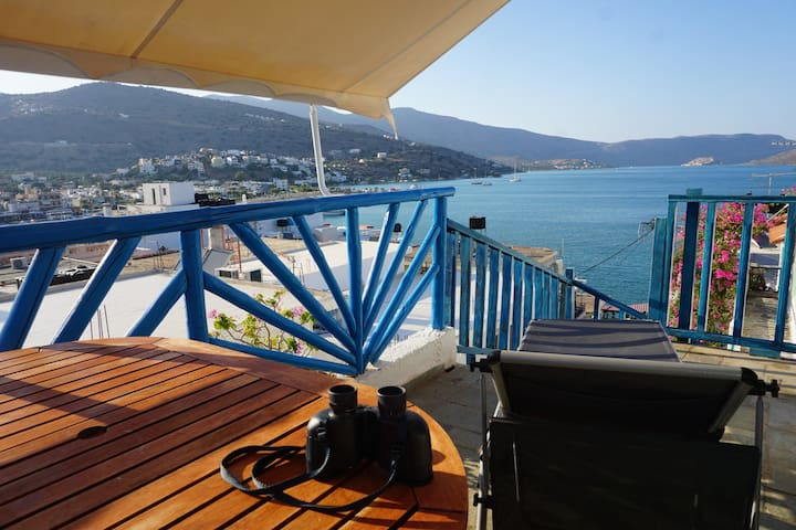 Great sea view - townhouse in center of Elounda
