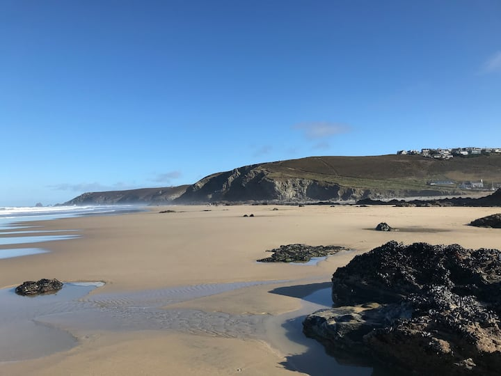 Porthtowan house just minutes from the beach!
