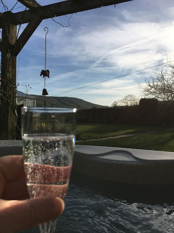 Holly Toft, romantic with luxury hot tub