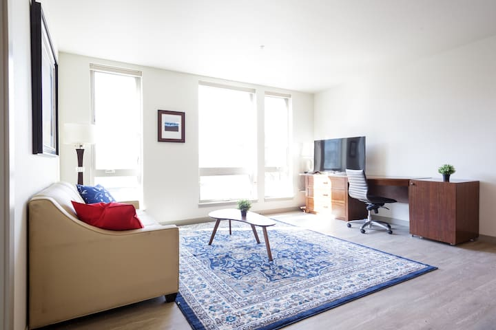 Downtown PDX spacious 2BR condo for up to 8 guests