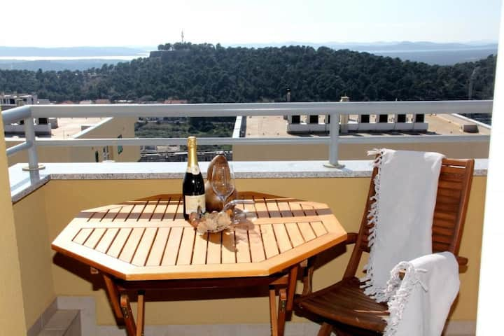 Apartment Jamnjak - One Bedroom Apartment with Balcony and Sea View