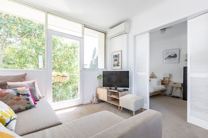 Delightful Light-Filled Apartment South Yarra