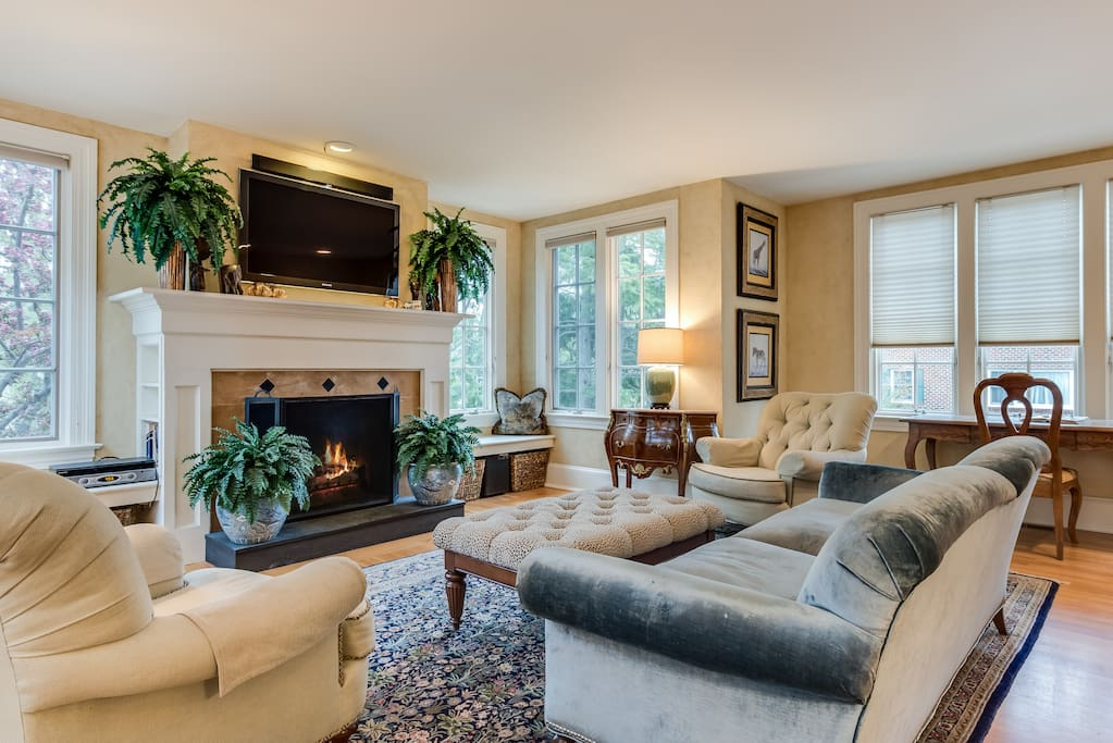 Large Family Room w/gas FP