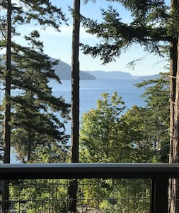 Beautiful studio cottage overlooking East Sound.