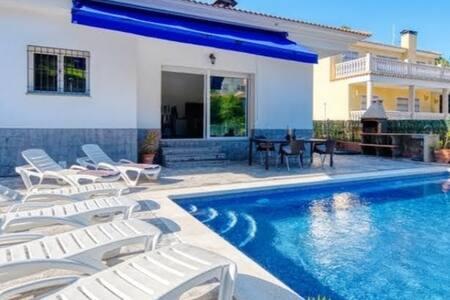Villa con piscina en Lloret de Mar