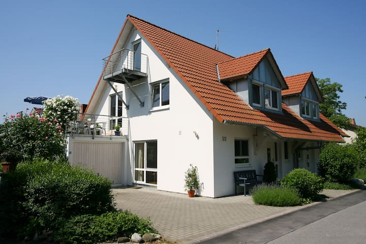 Cozy Studio Apartment Ingrid Heyes Close to Lake Constance with Wi-Fi & Terrace; Parking Available