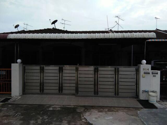 Cozy House in Sitiawan!