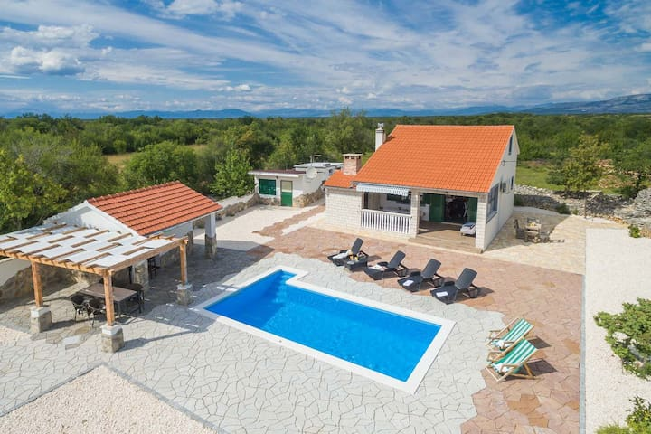 Charming villa next to KRKA - complete privacy