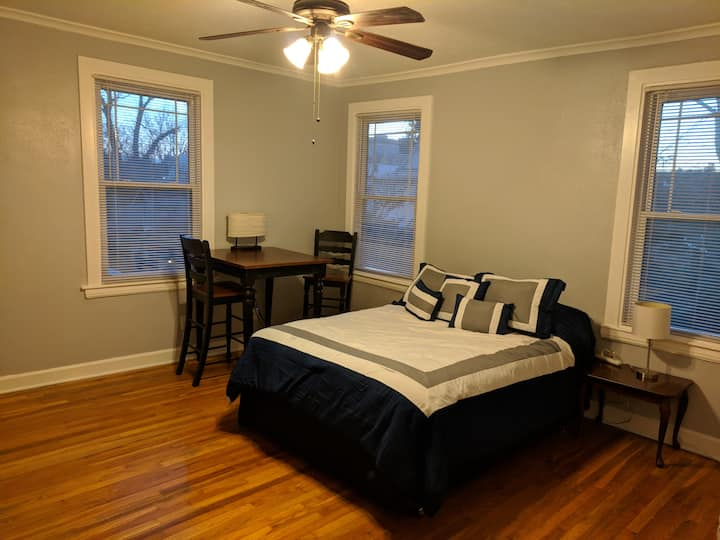 Spacious private STUDIO in center of the action KC
