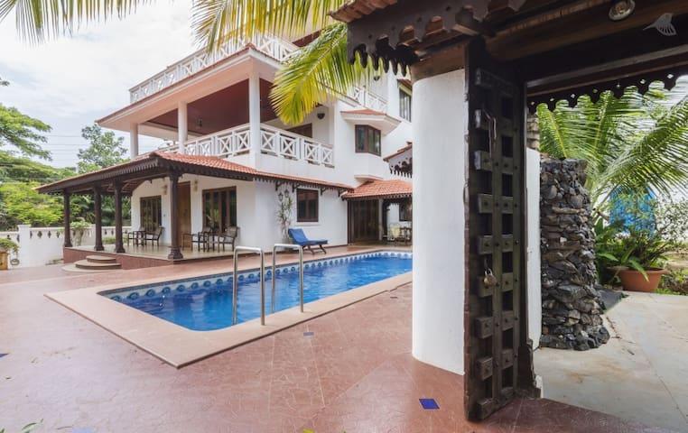 Luxury Presidential Garden Villa in Candolim, Goa - Candolim - Villa