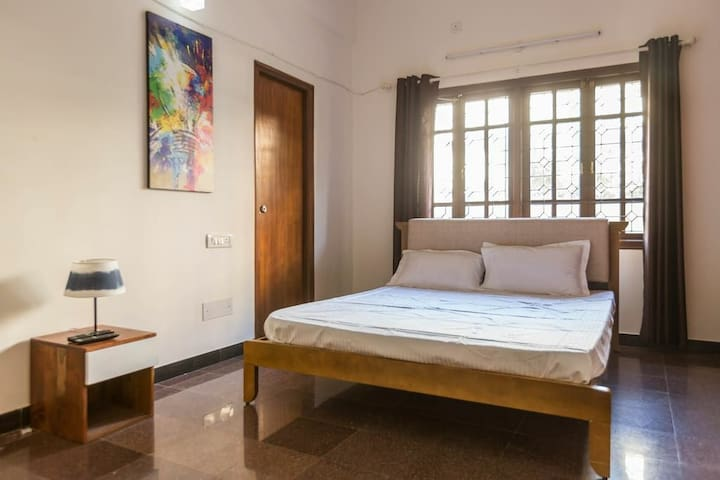 BoutikStay 2 BHK service apartment for big familiy