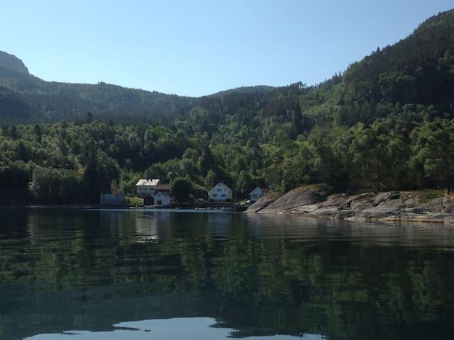 Sjarmerende leilighet ved sjøen - Hebnes - Leilighet