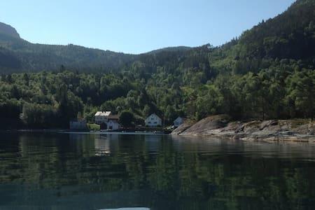 Sjarmerende leilighet ved sjøen - Hebnes - Pis
