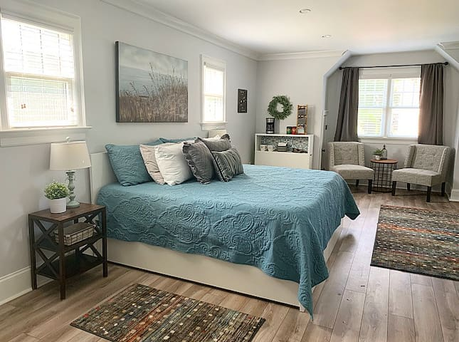 Beautiful Carriage House Suite Minutes from Uptown