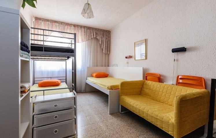 Double room, exterior, very bright. - Sant Boi de Llobregat - Apartment