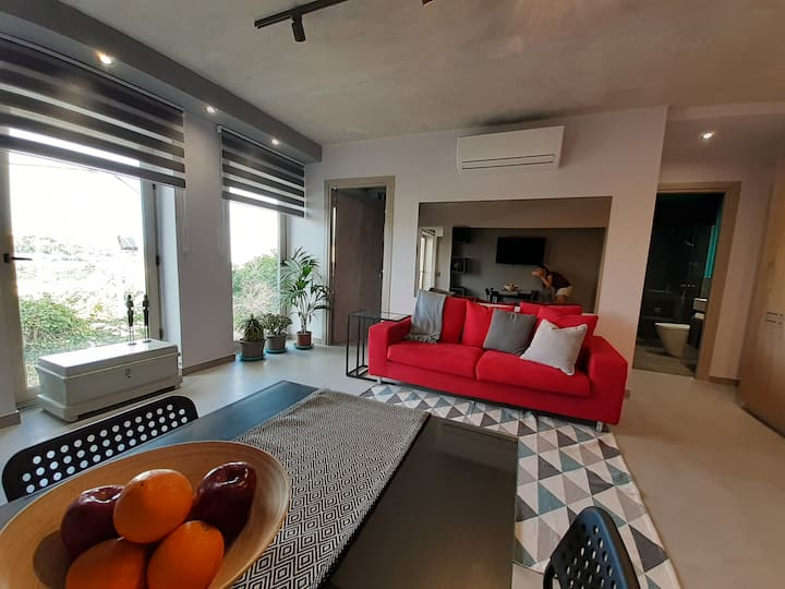 Apartment with open views of Mdina's valley