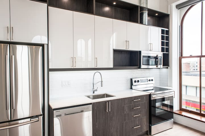 Downtown PTBO! Pent House Loft Apartment