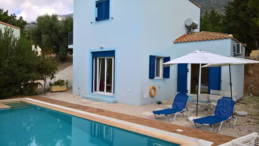 Villa Petroula with private swimming pool - Lourdata - Casa de campo
