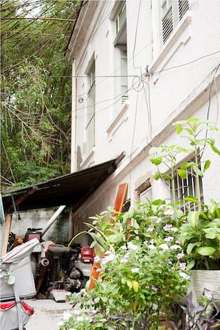 Um quarto na casa na vila - A room in the house - Rio de Janeiro - Casa
