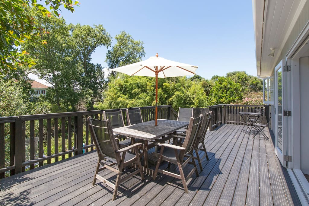 Rear deck & yard with bush views