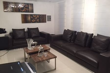 Habitacion con baño propio en lujosa Casa - Ciudad Guayana - Haus