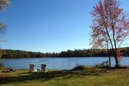 Secluded log home on private pond in Wolfeboro, NH - Wolfeboro - Casa