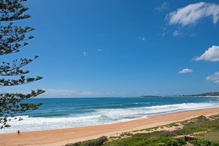 Relax & Enjoy: Absolute Beachfront - Narrabeen - Departamento