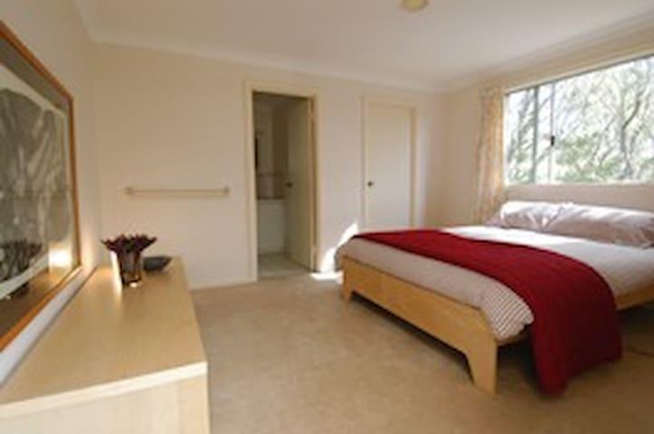 Queen Bed room in 'balcony suite' w ensuite.