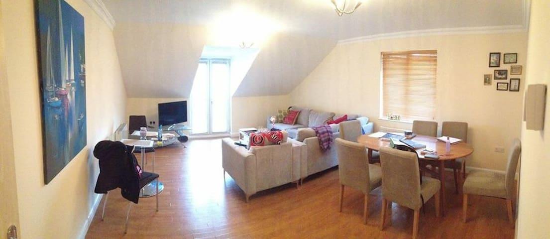 Private room near to station&London - Surbiton - Apartament