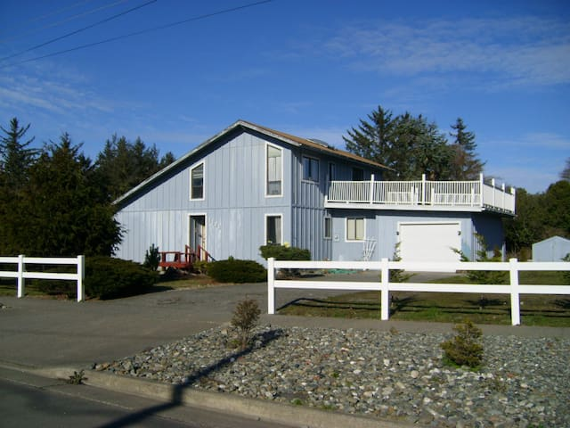 Bedroom, Bath & Breakfast at Beach - Crescent City - Bed & Breakfast