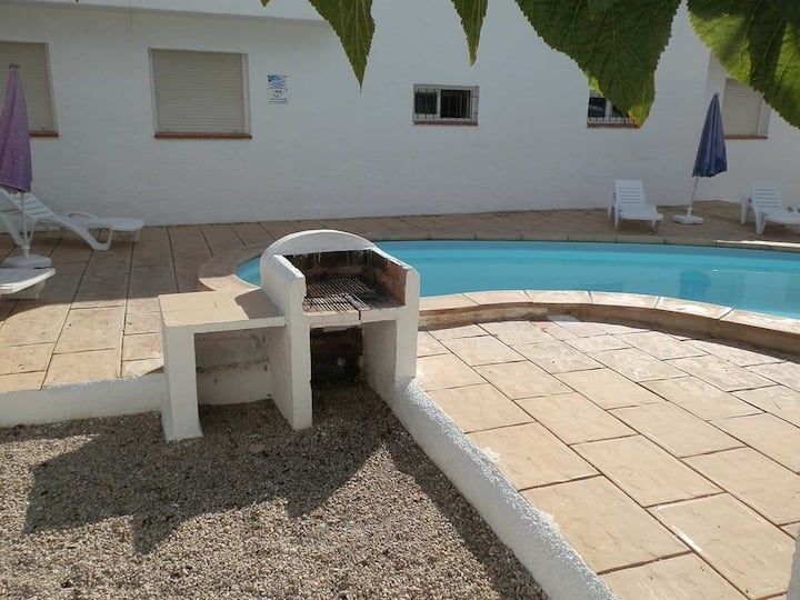 CASA CARPA C,Ideal house for your holidays near the sea, free wifi, air conditioning, community pool, pets allowed, dog's beach.