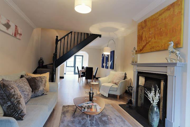 Designer 2 bedroom Home, in stylish Dublin 4!