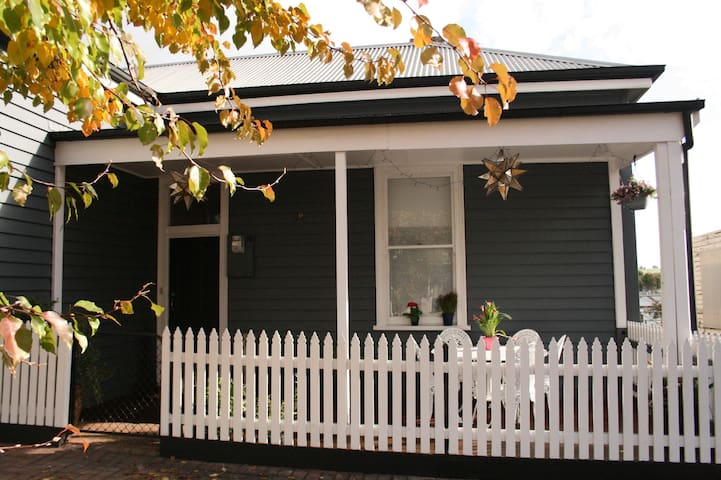 Lucy's Artist Cottage