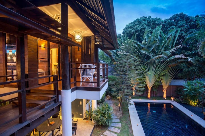 Luxury 5 Bedroom Chiang Mai Villa