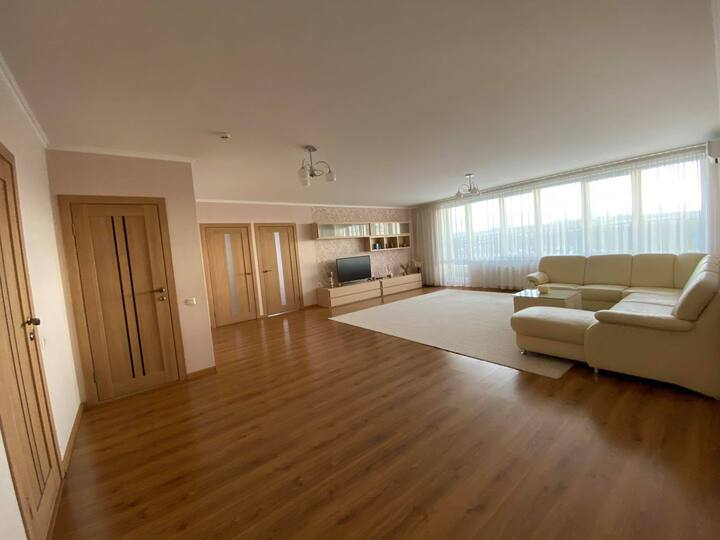 1 VIP 130m2 bedroom in ultra center of Chisinau