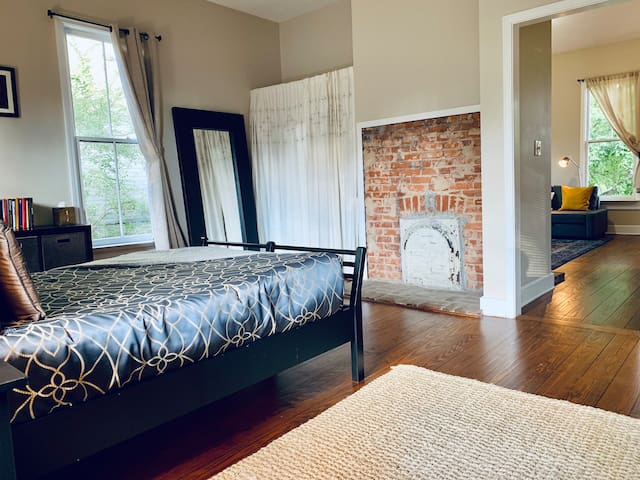 Charming 1BR in Hip Cabbagetown 5mins to Downtown