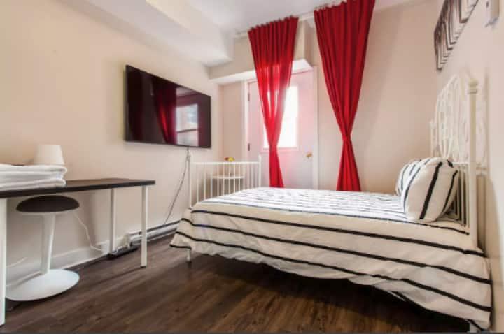 202 - Nice, cozy studio facing Villa Maria metro