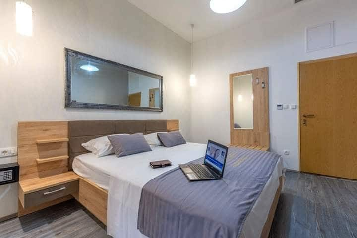 Hotel Queens Room #7