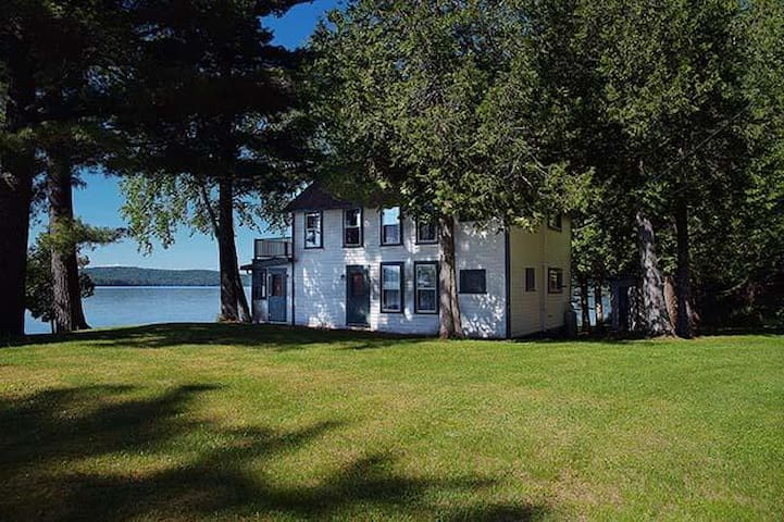 Cedarcliff - One of a kind private location on the edge of Rangeley Lake