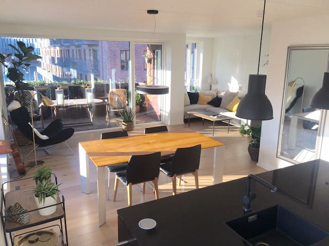 Lovely bedroom in luxurious apartment-Nordhavn CPH