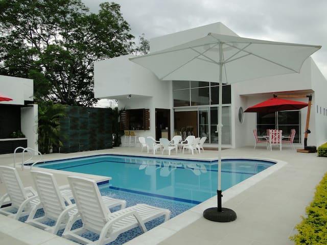Casa de descanso y vacaciones - El Imperio - House