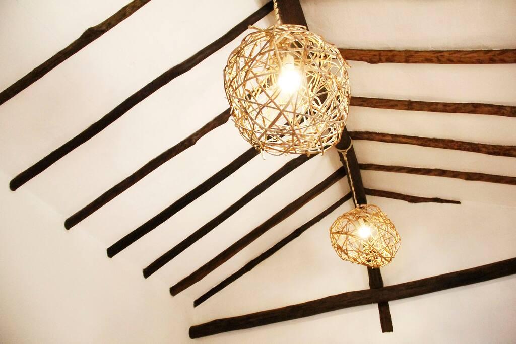 Lámparas en tejido tradicional de la región