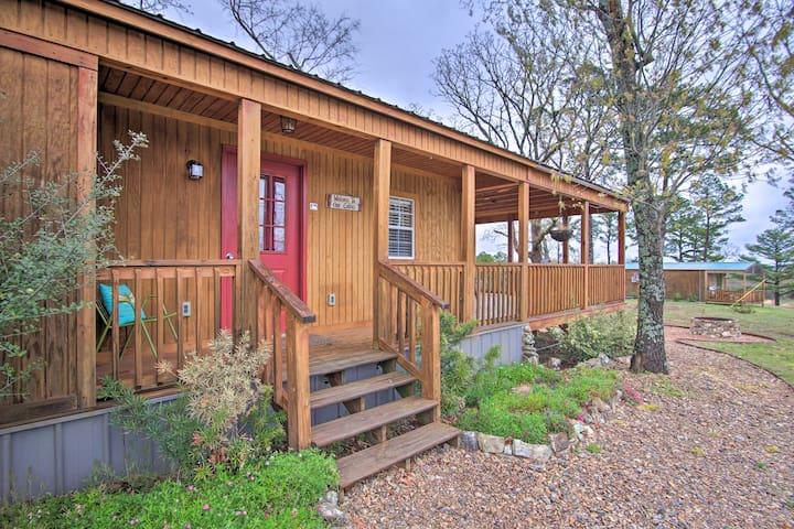 Talihina Studio Cabin w/Deck, Fire Pit & 36 Acres!
