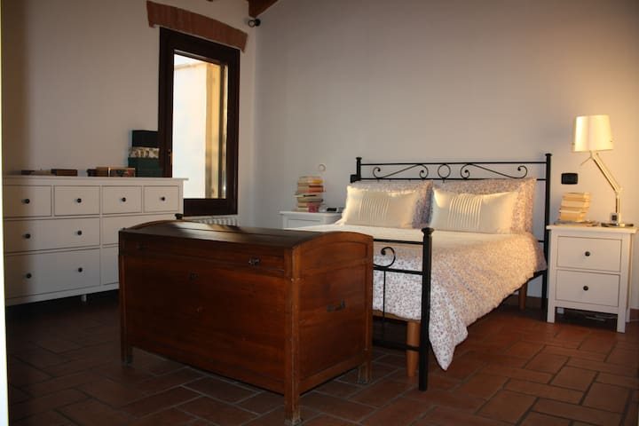 Double room and reserved bathroom  near Mantova