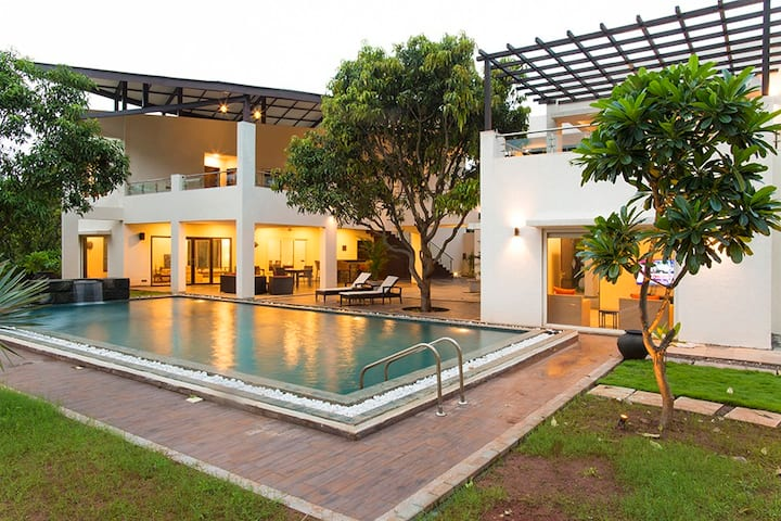 The Leaf -Luxury Villa with Pvt Pool @Alibaug