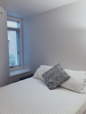 Clean, simple bedroom near subway & supermarket