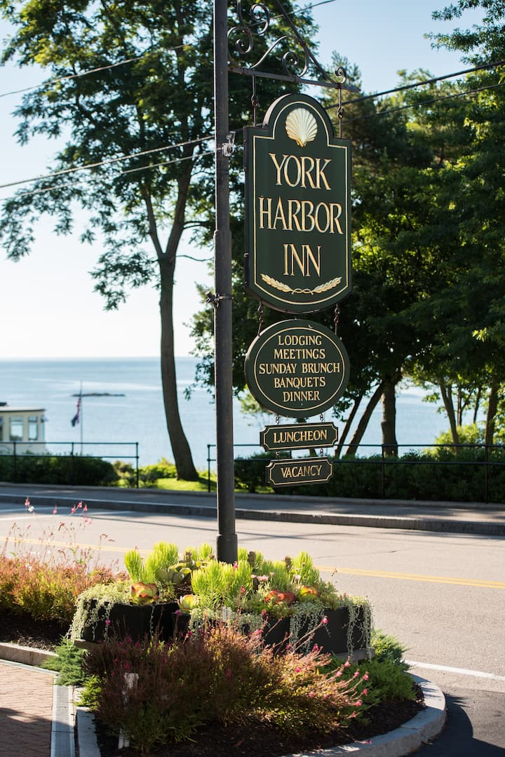 Yorkshire - Partial Ocean View - York Harbor Inn